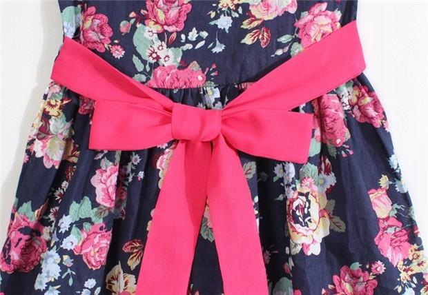 Rozkloszowana detské šaty v kvetinový vzor 140