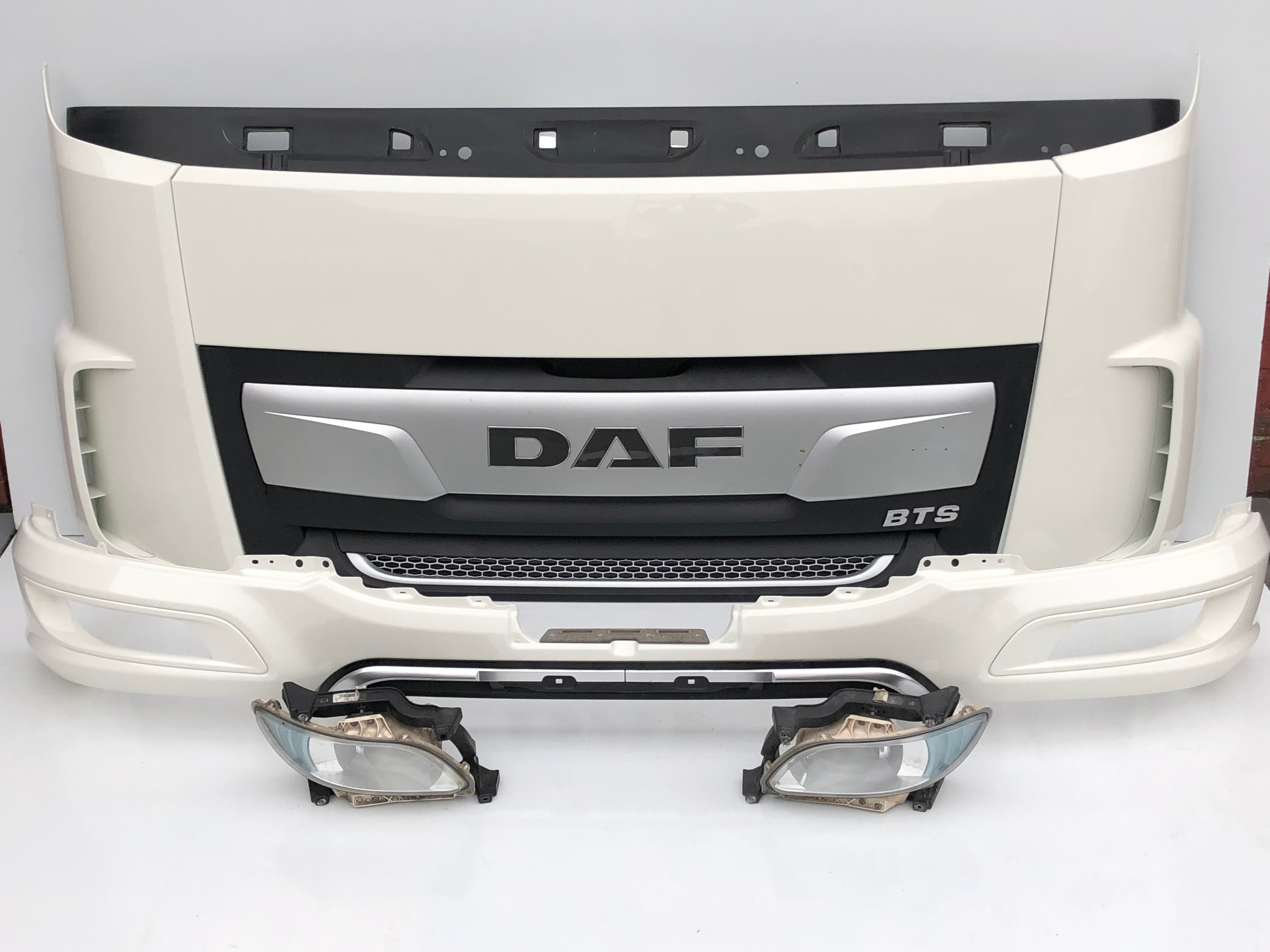 DAF XF 106 EURO6 LIFT ATRAPA GRILL OWIEWKA OKULAR 12