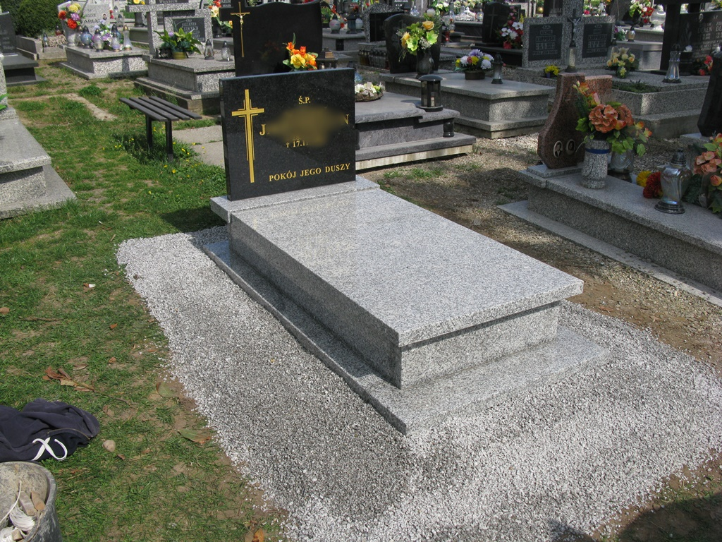 Item THE TOMBSTONE MONUMENT OF SOLID GRANITE STRZEGOM