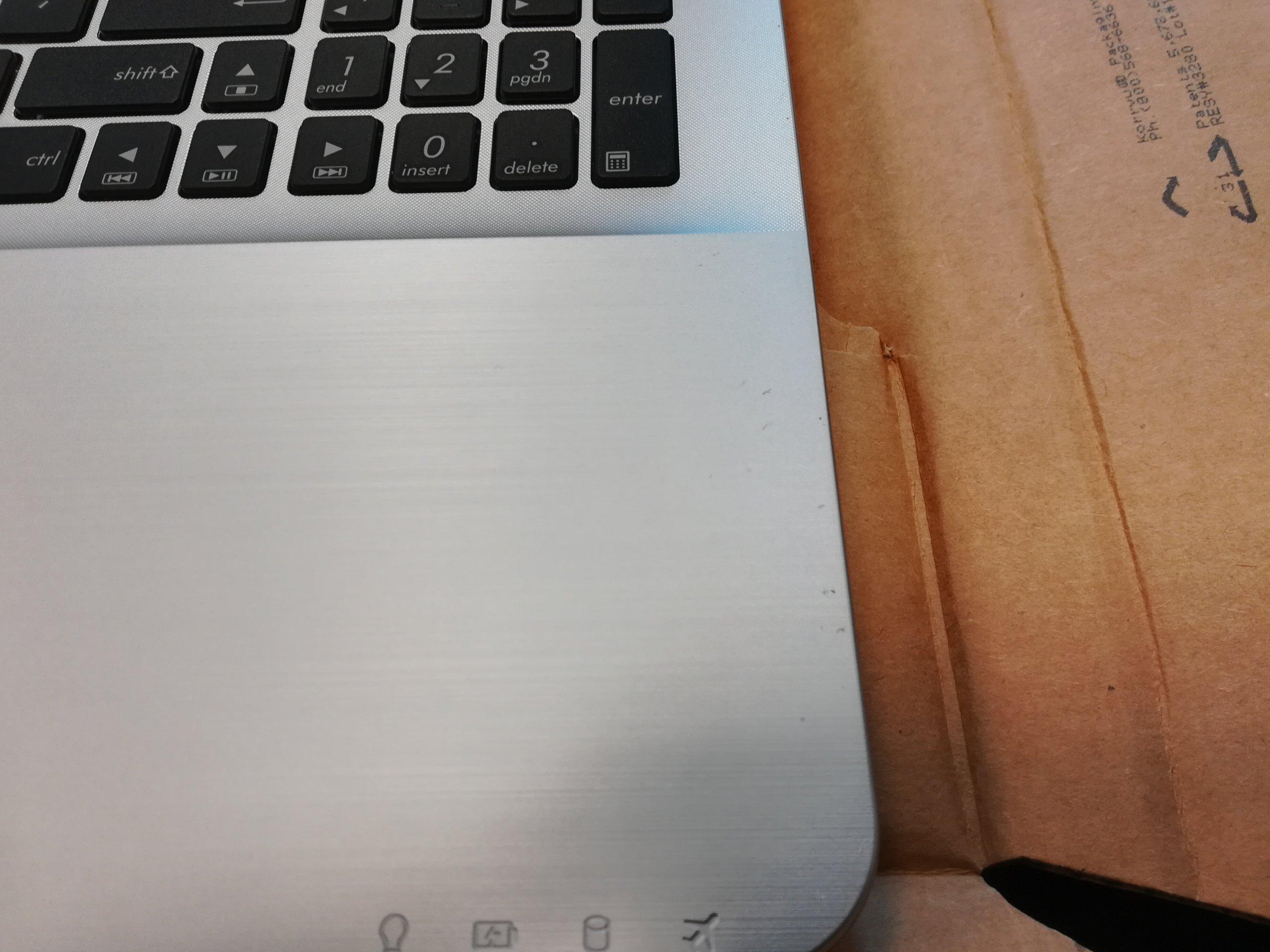 ASUS Laptop X555DA 15 AMD A10 QUAD 4GB WINDOWS 10