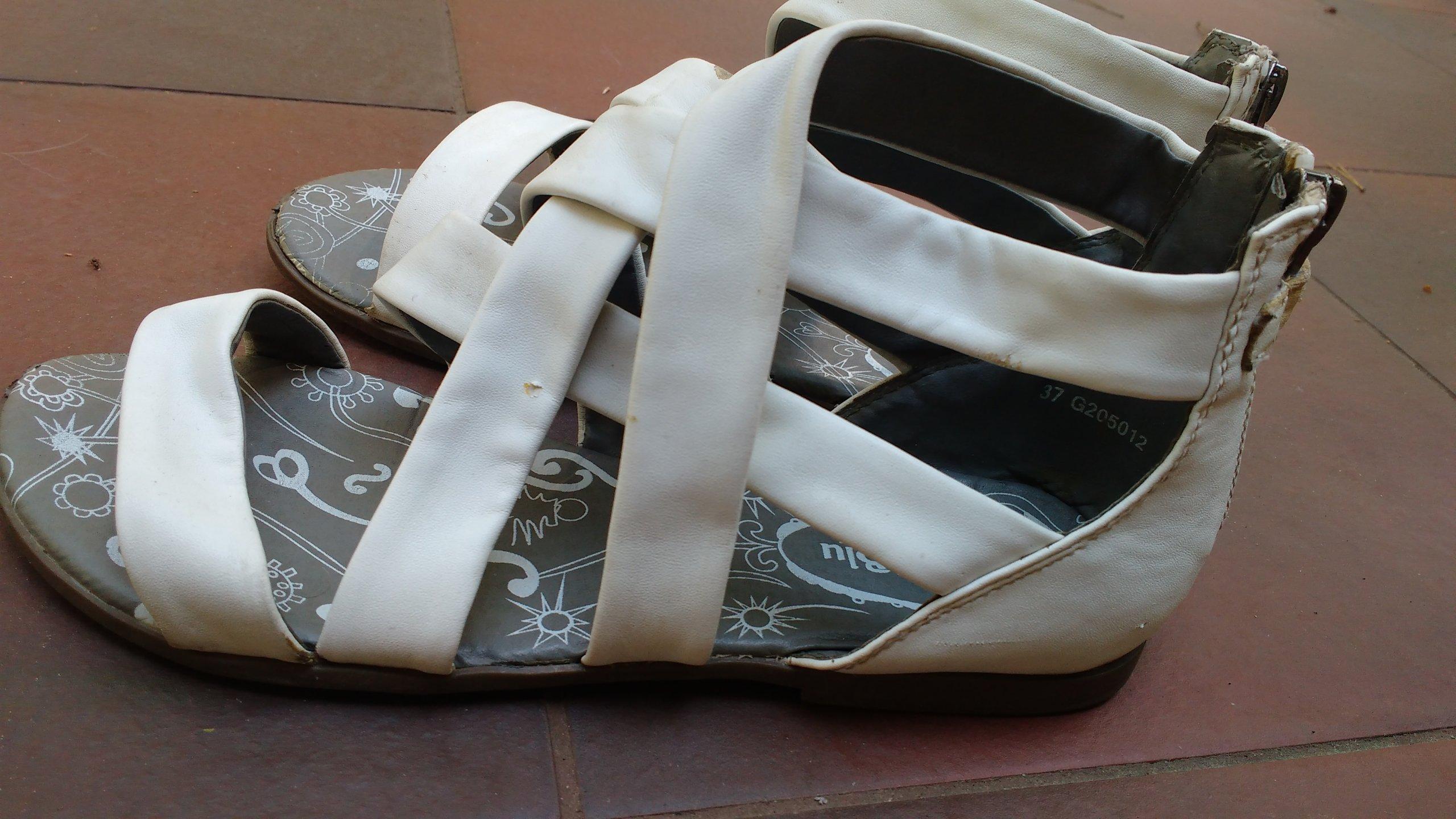 Białe sandałki NelliBlu rozmiar 37.