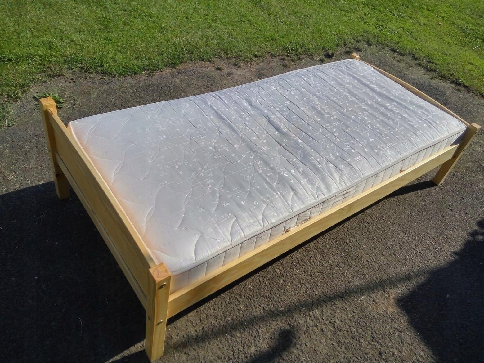 łóżko Z Materacem Sprężynowym Gold Jysk 90x200