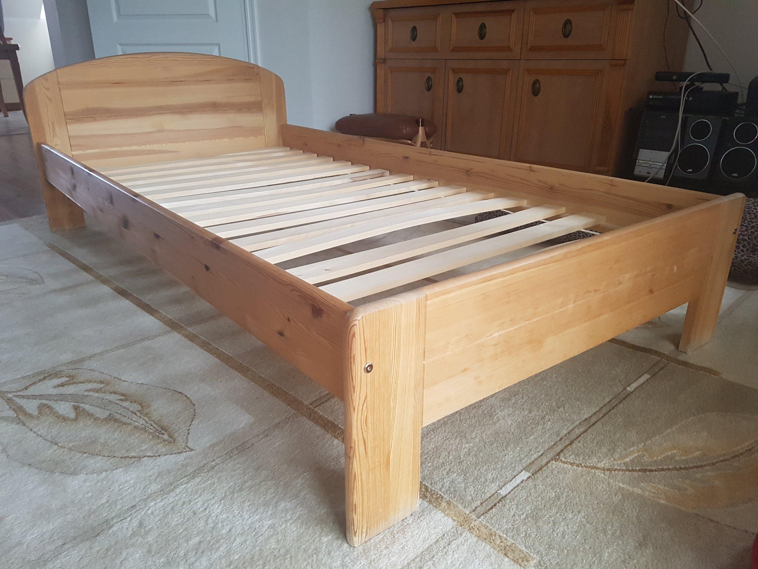 łóżko Pojedyncze Drewniane Sosnowe Stelażmaterac