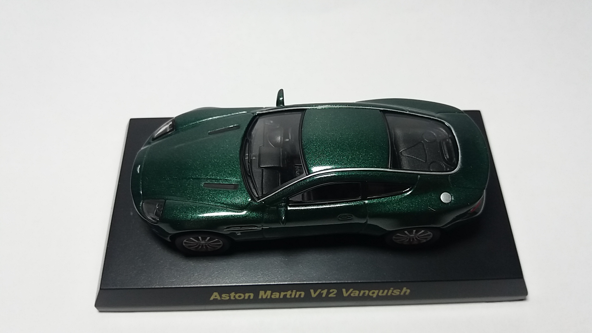 ASTON MARTIN V12 VANQUISH od KYOSHO 1 64 oficjalne
