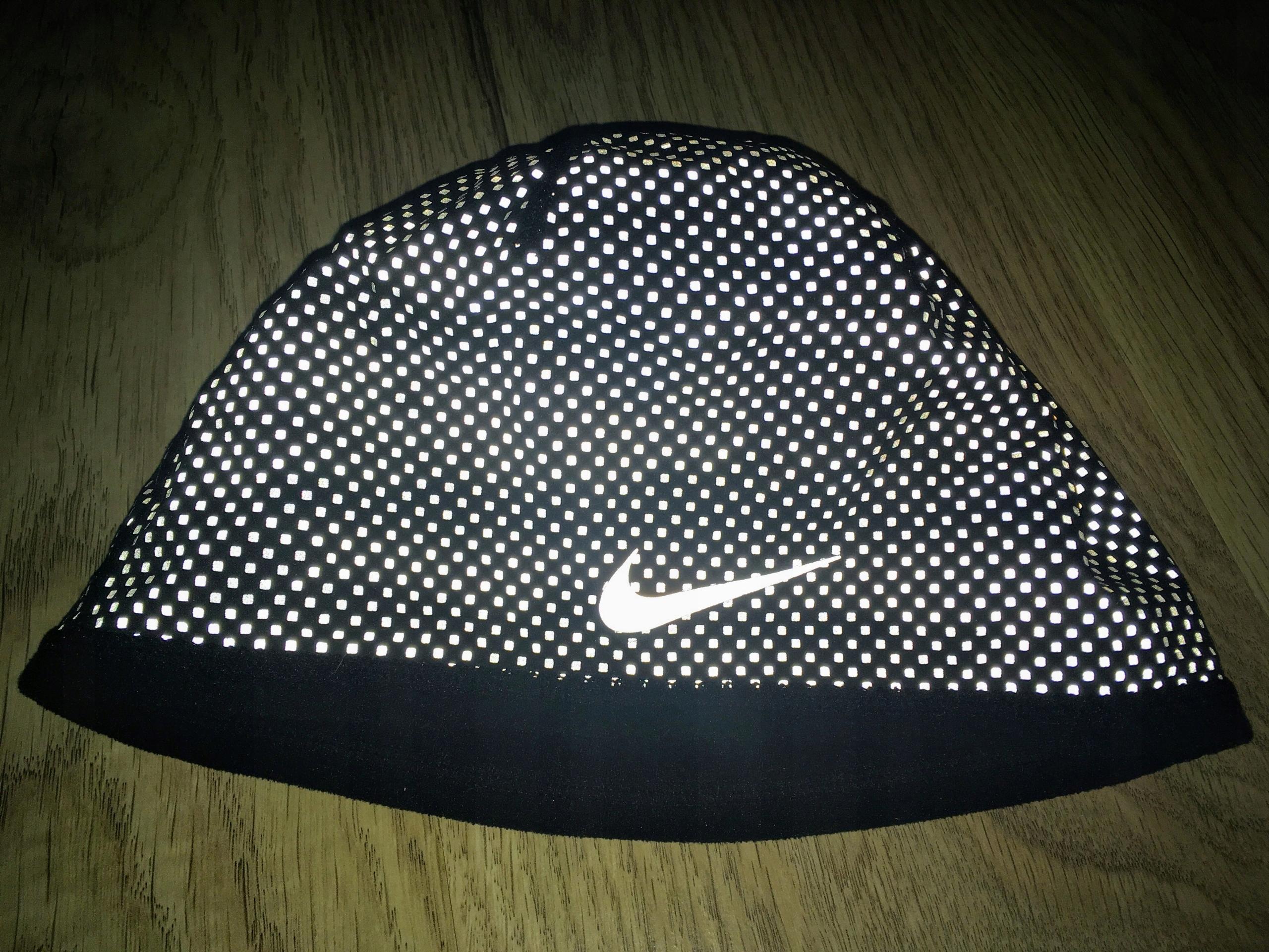 Zimowa ciepła czapka do biegania NIKE z oblaskiem