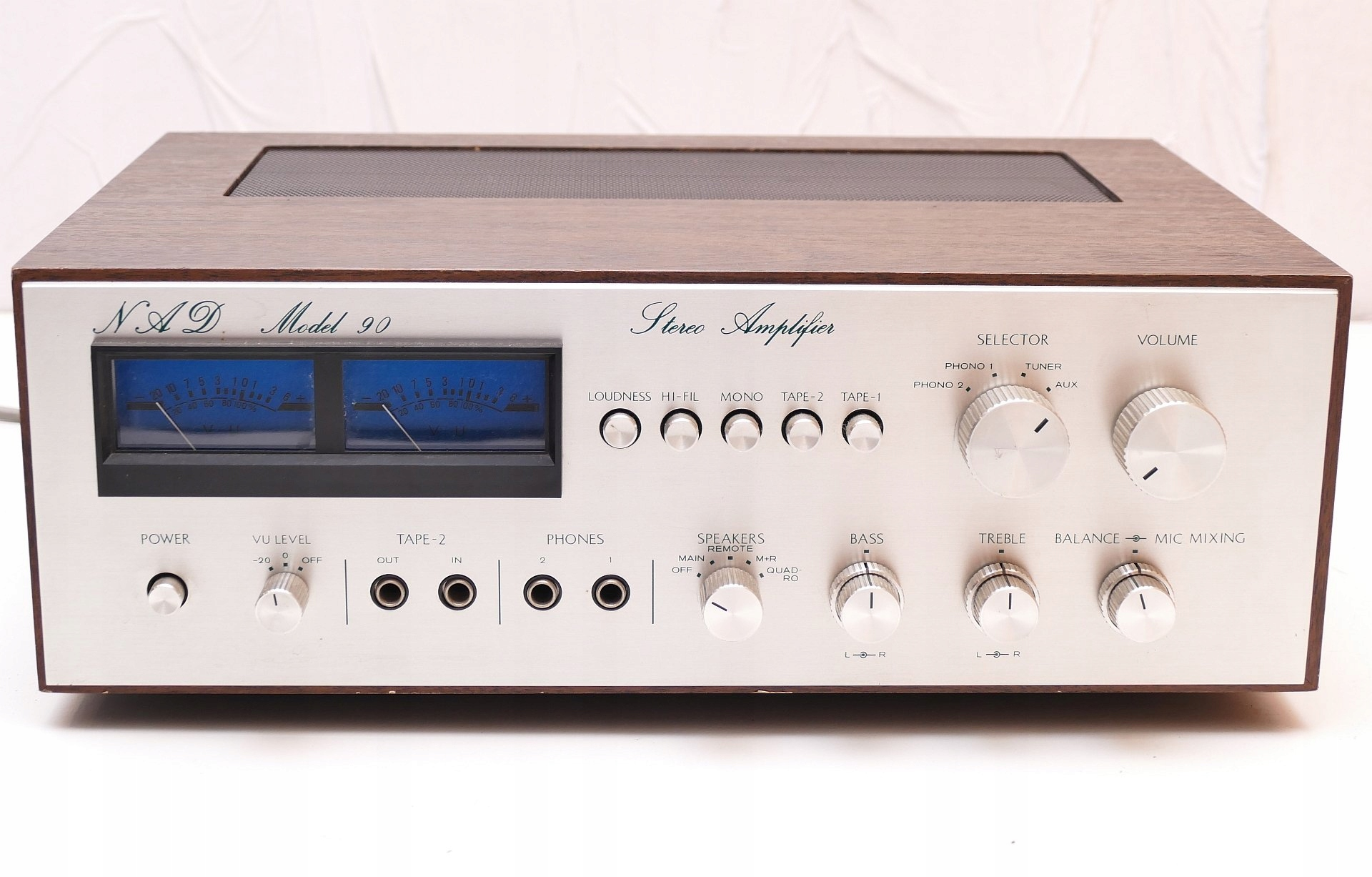 Wzmacniacz zintegrowany Nad model 90 rok 1976