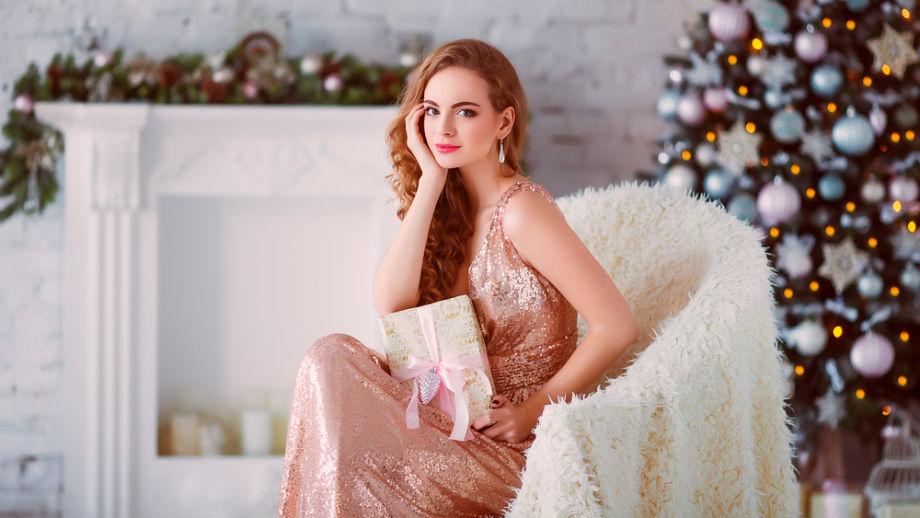 Świąteczne stylizacje ze złotymi spodniami