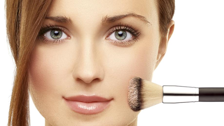 Utrwalacze i bazy pod makijaż