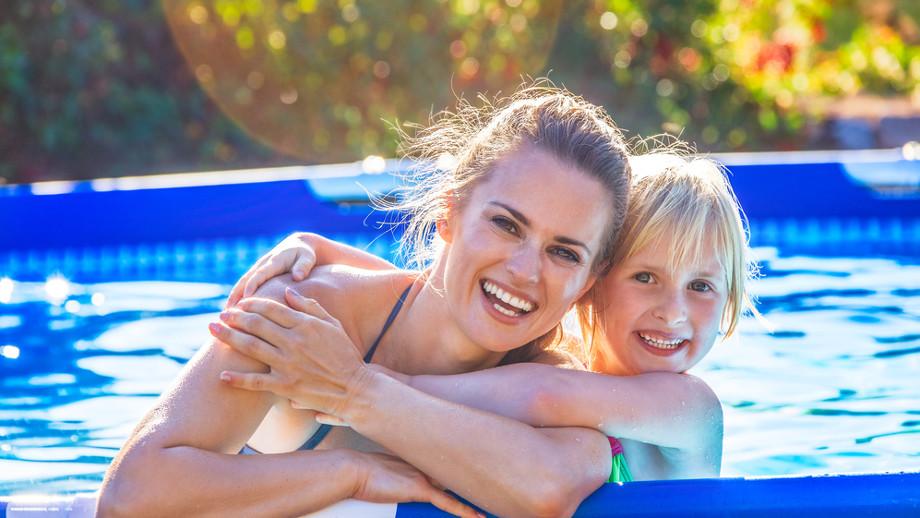 Čo robiť, aby sa zabránilo zakaleniu vody v bazéne