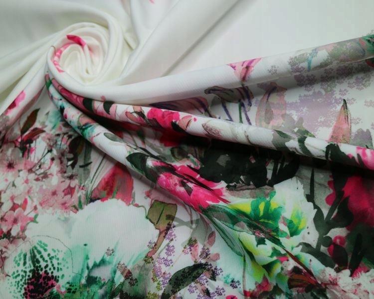 Tkanina drukowana kolorowe kwiaty na białym tle