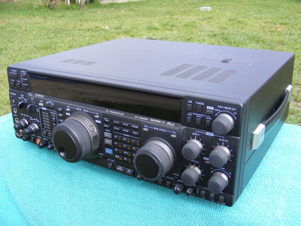 Yaesu FT1000MP MarkV Field,
