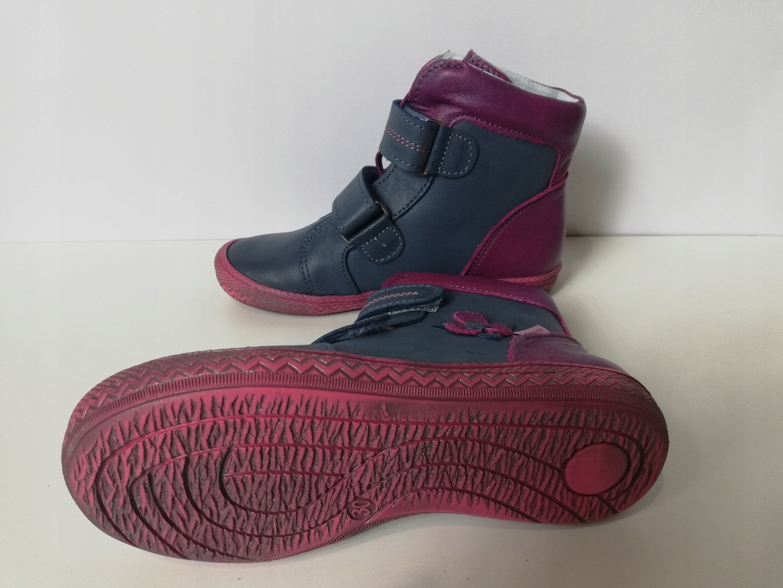 ae124941 Trzewiki dziewczęce firmy Mazurek granatowe, zapinane na rzepy co ułatwia  założenie buta. Buty lekkie wykonane ze skóry naturalnej, wnętrze buta i  wkładka ...