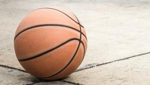 b378530f9 Piłki koszykarskie na asfalt: nie do zdarcia
